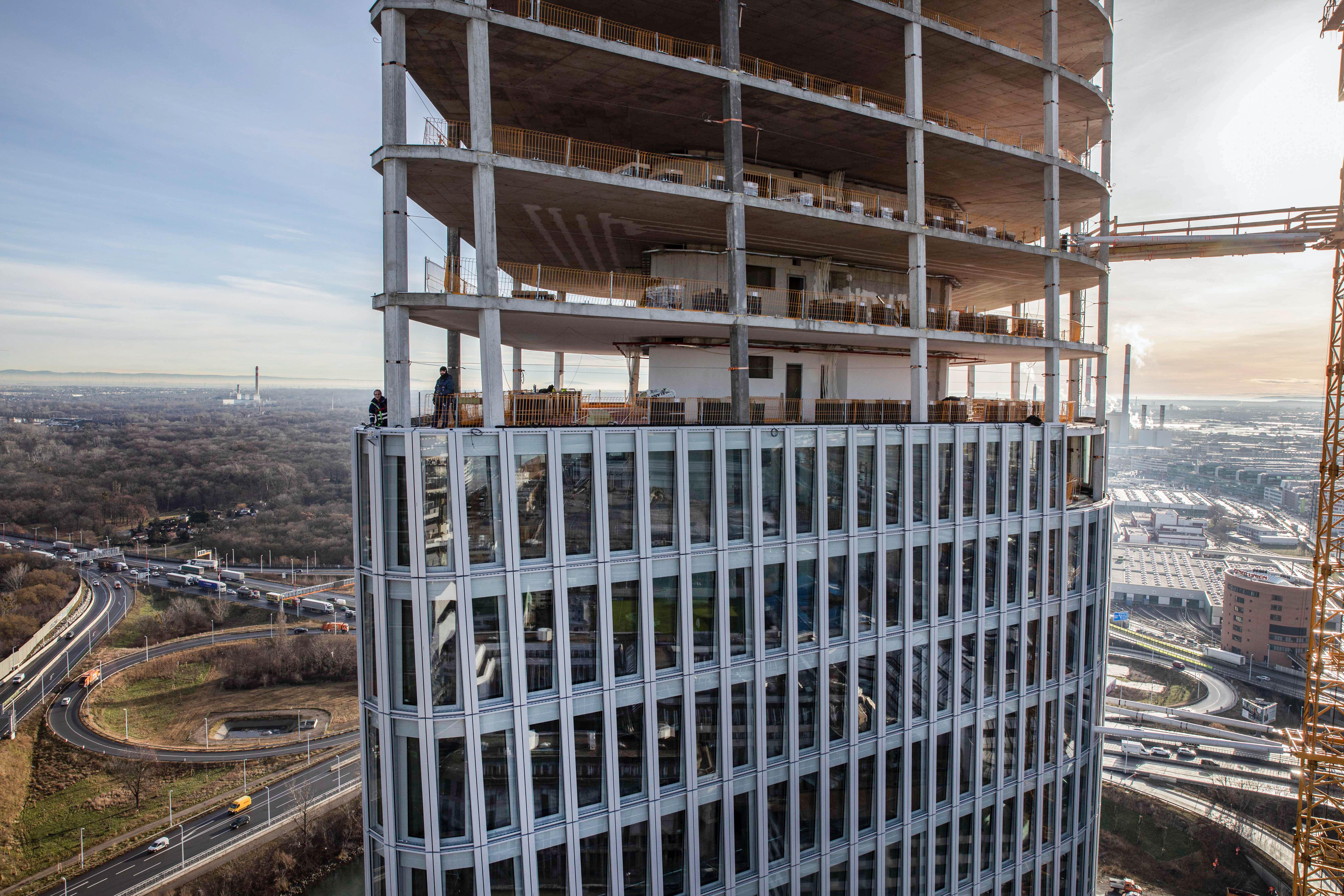 AUSTRO TOWER – Höchstes Gebäude am Donaukanal feiert Dachgleiche