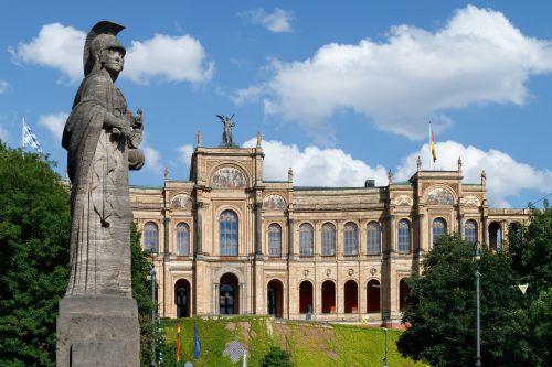 Wiener Waagner Biro saniert Dach des bayerischen Landtags