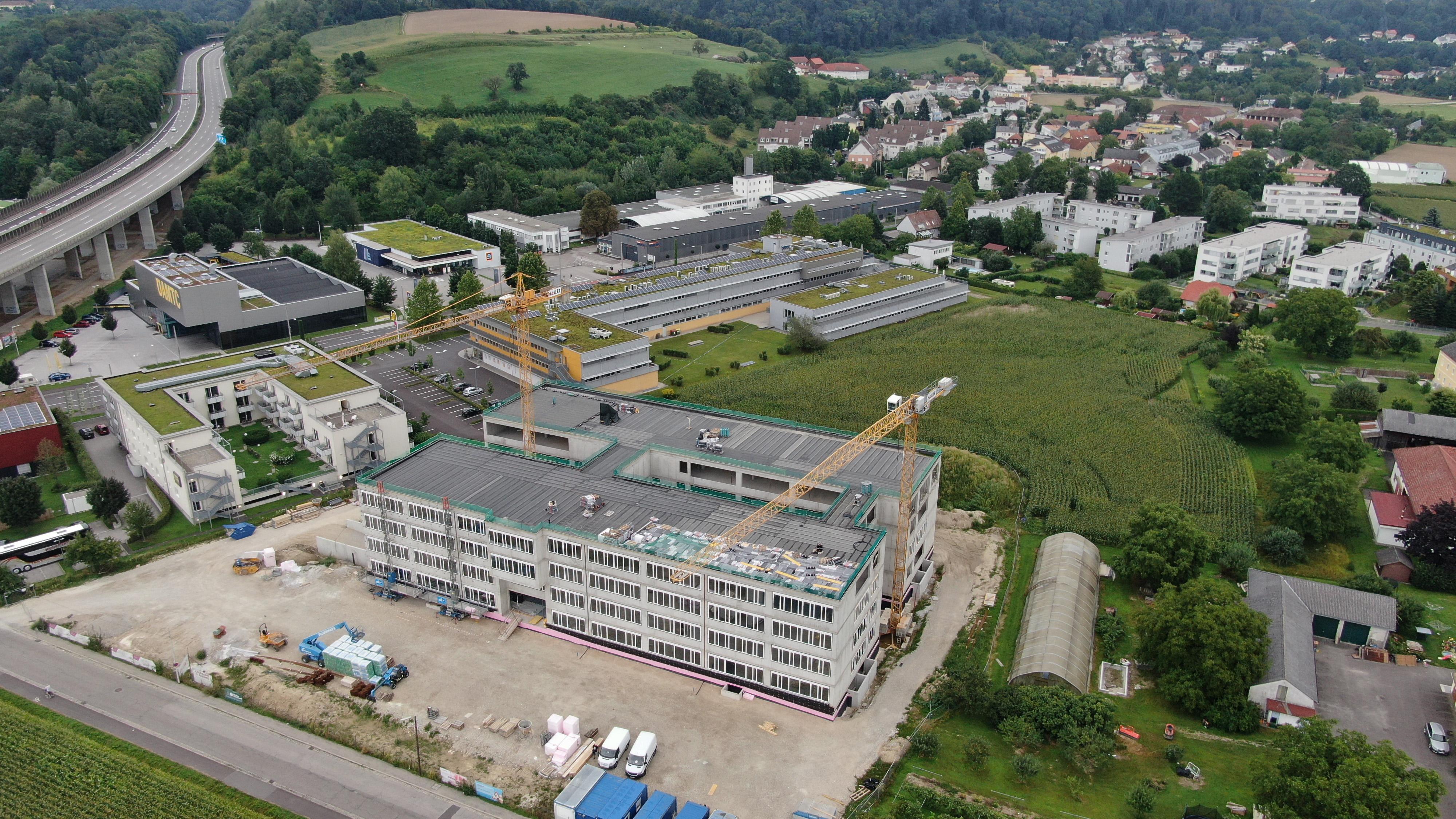 Weltmarktführer Infineon feiert Rohbau-Fertigstellung